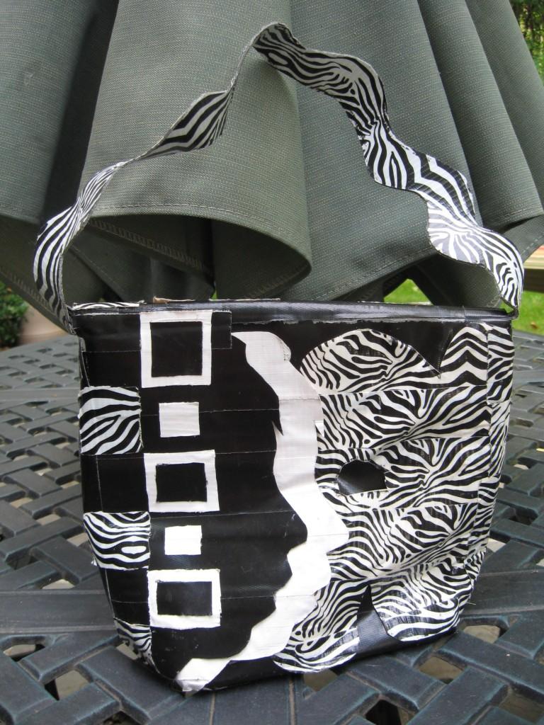 B & W Alexis Lunchbox pocketbook 007